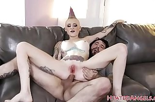 Cockriding goth beauty gets analized